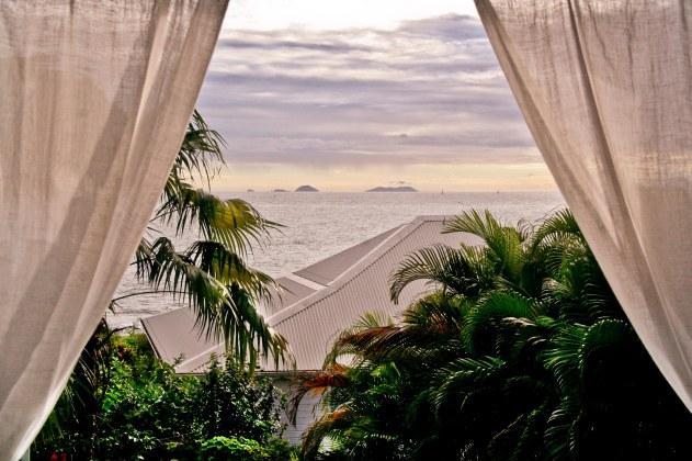 Petite Villa Guadeloupe: Chambre mezzanine - vue sur les Saintes
